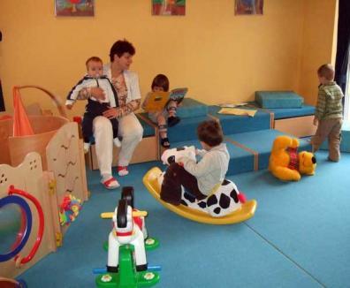 """""""Bătaie"""" pe locurile de la creşă: Pentru 337 locuri s-au depus deja peste 400 de cereri"""