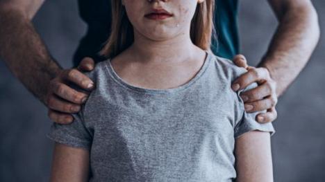Pedepse mai aspre pentru pedofili și membrii familiei care comit infracțiuni sexuale față de minori