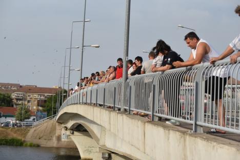 Copil luat de apele Crişului Repede, în Oradea. Nu a mai putut fi salvat (FOTO)