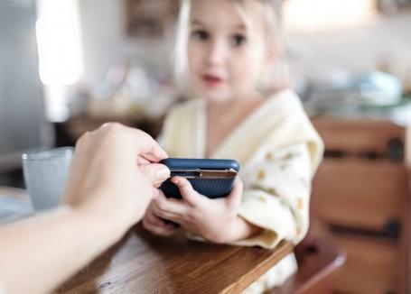 Consiliere psihologică gratuită, oferită prin telefon de DASO pentru părinţii şi copiii din Oradea