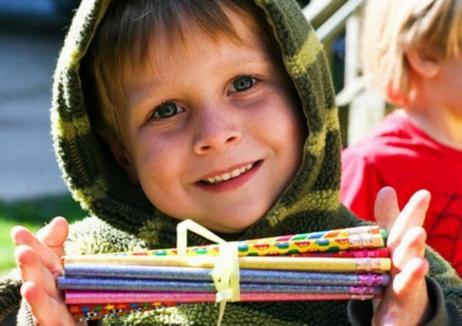 GhiozdănOK: Clubul Rotaract din Oradea strânge rechizite pentru a le dărui copiilor nevoiași