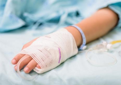 Tragedie în Oradea: Un băiețel de 6 ani a murit, înjunghiat în zona inimii