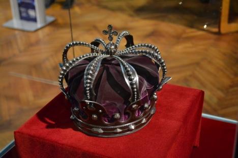 Distracţie scumpă: Cât a plătit Primăria Oradea pentru asigurarea mantiei, sceptrului și coroanei Regelui Ferdinand