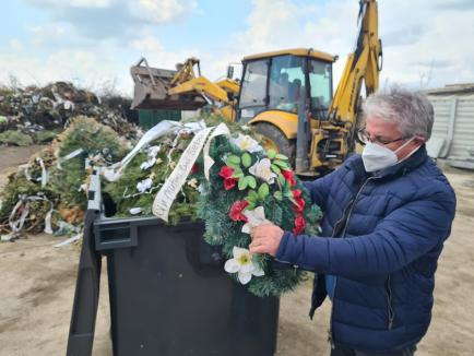 Atac la coroane: De la 1 iunie, coroanele din plastic sau cu sârmă vor fi interzise în cimitirul din Oradea (FOTO)