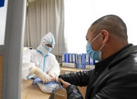 S-a decis: Bolnavii de COVID-19 din România, în stare critică, vor putea fi trataţi cu plasmă recoltată de la persoanele vindecate