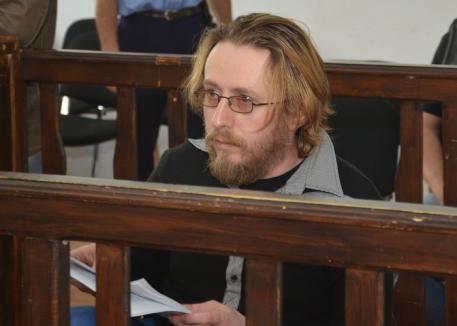 Viaţă de pârnăiaş: Avocatul care şi-a omorât soacra are preocupări 'deocheate' în puşcărie