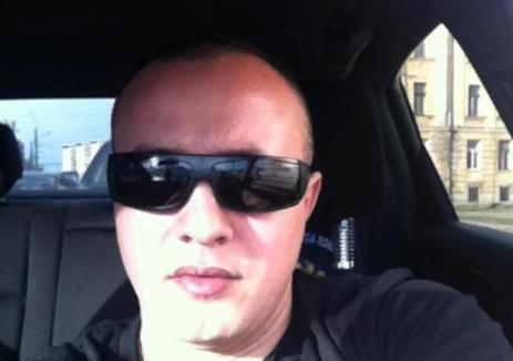 Poliţistul infractor: Cultiva cannabis în curtea socrilor, făcea contrabandă cu ţigări şi a incendiat maşina unui duşman