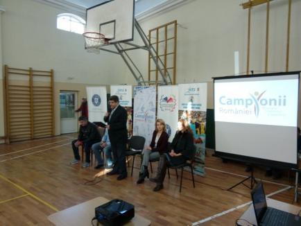 Aproximativ 300 de elevi de la Şcoala 'Oltea Doamna', la discuţii cu antrenorul echipei de polo CSM Digi Oradea, Dorin Costrăş (FOTO)