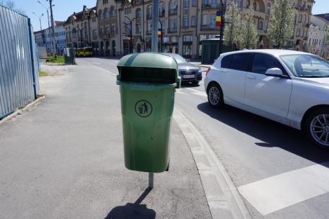 60 de coşuri de gunoi stradale au fost montate în Oradea, în locul celor distruse sau vandalizate