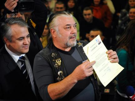 Au greşit certificatul de cetăţenie al lui Nicu Covaci!