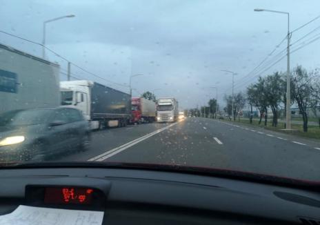 Cozi la Borş: Camioane aliniate pe 8 kilometri la ieşirea din ţară
