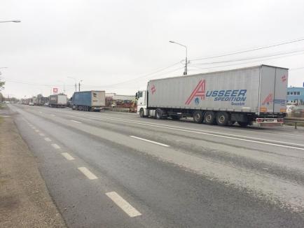 Cozi de 8 kilometri! Timpii de aşteptare pentru camioane în vama Borş depăşesc patru ore