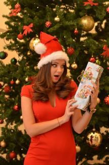 Crăciuniţă în direct! Crăciuniţa 2015 a BIHOREANULUI este frumoasa prezentatoare a ştirilor Digi 24 Oradea, Yvette Mîrza (FOTO)