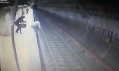 Crima de la metrou putea fi prevenită. Poliţia şi operatoarea de la 112, în anchetă (VIDEO)