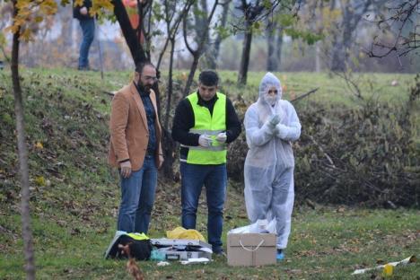 Descoperire macabră în Oradea: Un tânăr dezbrăcat a fost găsit mort lângă un bloc, cu capul zdrobit (FOTO / VIDEO)