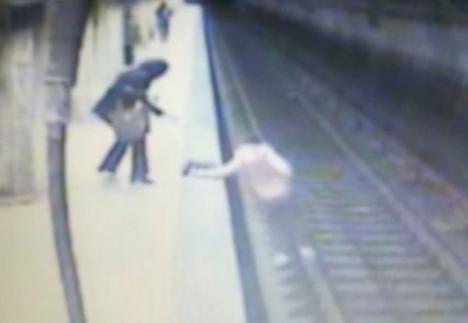 Imagini șocante! Momentul crimei şi cel al tentativei de omor din stațiile de metrou (VIDEO)