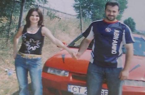 Morţi în mister: Părinţii tinerei înecate în Dunăre au fost găsiţi înjunghiaţi în casă