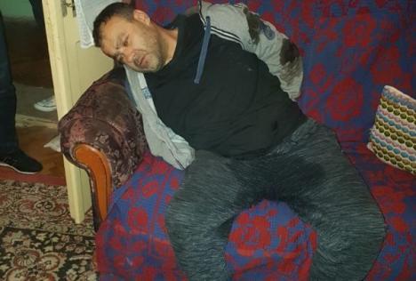 Bărbatul care l-a omorât pe poliţistul din Timiş a fost capturat de trupele speciale. A urinat în pantaloni când a văzut mascaţii (FOTO / VIDEO)