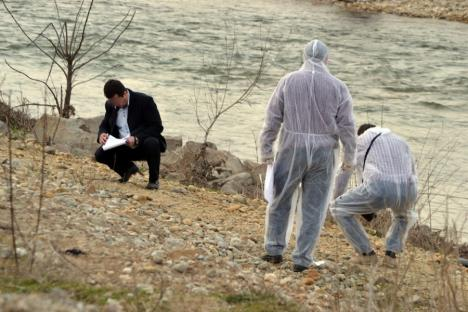 Cadavru descoperit în Crişul Repede, lângă Sântandrei. Procurorii aşteaptă rezultatele necropsiei şi ale testului ADN