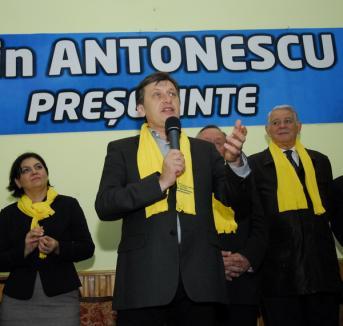 Crin Antonescu prezice că 'va zbura Băsescu'