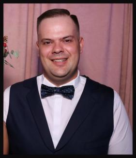 Tânărul orădean Cristian Munteanu a pierdut bătălia cu boala. Familia le mulţumeşte tuturor celor care au sărit să îl ajute