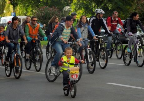 Bicicliştii orădeni sună adunarea, la prima ediţie Critical Mass din 2017