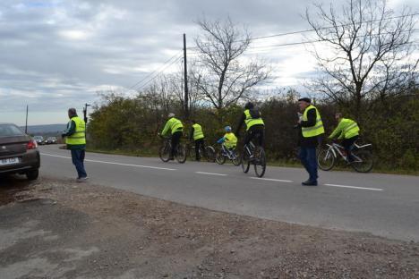 Doar 10 din 100: O mână de PPMT-işti şi oameni de afaceri au pedalat pe lângă ruinele Autostrăzii Transilvania din Bihor (FOTO)