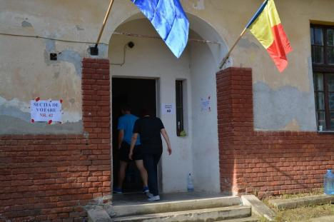 """Liderii UDMR Bihor, rezervaţi privind rezultatele alegerilor. Cseke Attila: """"Vorbim diseară"""" (FOTO)"""