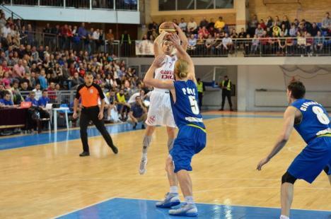 Baschetbaliştii de la CSM CSU Oradea au învins şi CSU Atlassib Sibiu, cu 91-77, şi au încheiat, în premieră, fruntaşi în prima faza a campionatului! (FOTO/VIDEO)