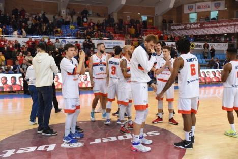 CSM CSU Oradea s-a impus la o diferenţă de 38 de puncte în duelul cu SCM Timişoara şi a urcat pe primul loc