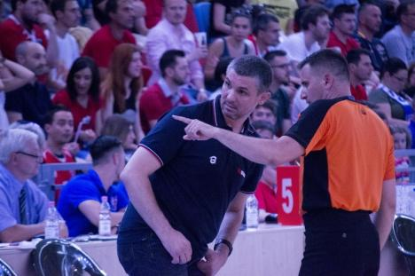 CSM CSU Oradea a făcut un joc bun şi s-a impus cu 76-64 în prima partidă de acasă din semifinala cu BC CSU Sibiu (FOTO)
