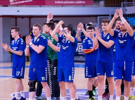Încă un pas spre promovare: Handbaliştii de la CSM Oradea s-au impus în derby-ul cu U Cluj, cu 28-25