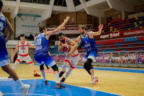 CSM CSU Oradea a pierdut jocul cu Craiova. Achim spune că 'echipa nu se poate concentra două meciuri la rând în noul sistem' (FOTO)