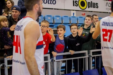 O nouă victorie în faţa rivalilor de la Cluj! CSM CSU Oradea - U BT: 80-75 (FOTO)