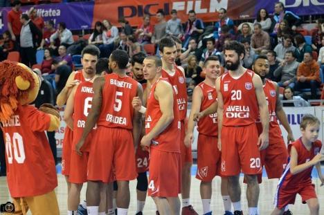 CSM Oradea a preluat şefia clasamentului: Baschetbaliştii au dominat jocul de la Sibiu şi s-au impus cu 89-68