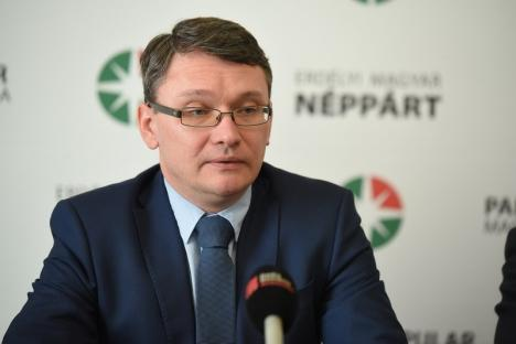 Urmărit de trecut: Şeful PPMT încearcă cu disperare să şteargă urmele salutului 'nazist'