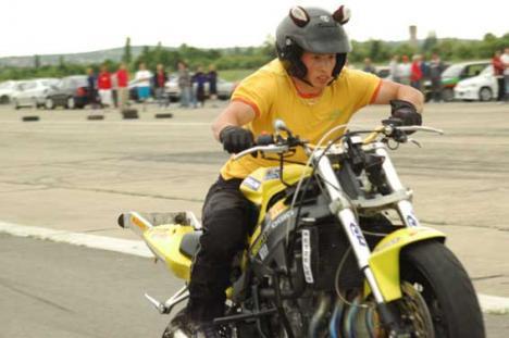 Un grup de 18 bikeri, anchetaţi pentru că au înscenat accidente şi au fraudat societăţile de asigurări cu 200.000 lei
