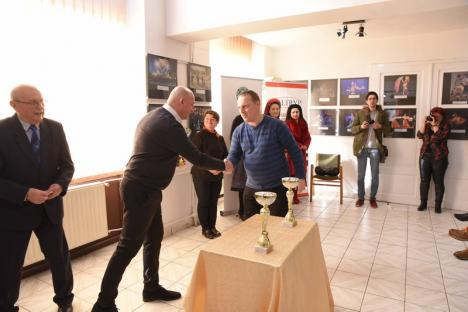 'În numele adevărului': Cele mai bune fotografii ale anului trecut, expuse la Oradea. Fotoreporterul BIHOREANULUI a fost premiat pentru o imagine de 10 (FOTO)