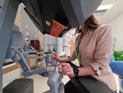 Oradea găzduieşte primul curs de chirurgie robotică în urologie din România (FOTO / VIDEO)