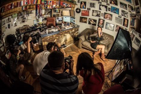 'Vânătorii' de clipe: Orădenii învaţă să facă fotografii 'profi', la cursuri care includ ieşiri în natură şi sesiuni cu modele nud (FOTO)