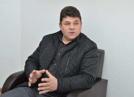 Niște țărani… Război pe toate planurile în familiile fostului și actualului primar din Cărpinet