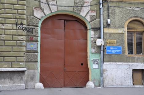 Tensiuni la Curtea de Apel: Presa nu are acces în instanţă, arestarea lui Puşcaş s-ar putea judeca altundeva