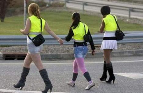 Prostituatele din Spania, obligate să poarte veste reflectorizante