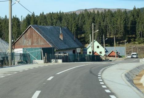 Drum nou şi bun până la Padiş. Poate fi parcurs şi cu Maybach-ul (FOTO)