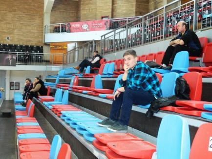 Universitatea CSM Oradea a pierdut jocul cu CSM Bucureşti Sportul Studenţesc cu peste 30 de puncte (FOTO)