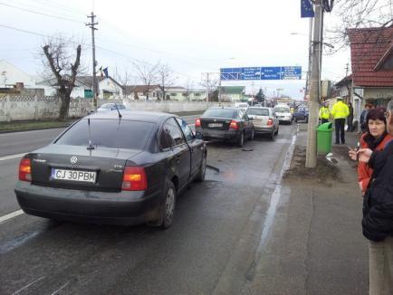 Carambol pe Clujului: Un Passat care mergea cu viteză a intrat într-o Skoda Octavia, care a izbit apoi o Skoda Fabia (FOTO)