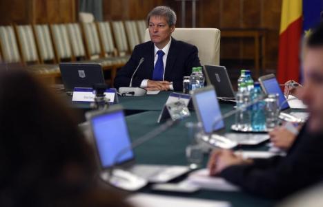 Guvernul a contestat la Curtea Constituţională Legea privind pensiile speciale