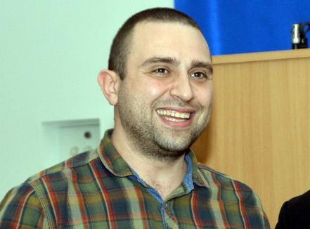Candidatul altfel: Un pretendent la funcția de decan în Universitatea din Oradea face impresie cu un program inedit