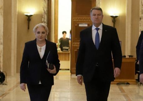 Seara dezbaterilor paralele: Iohannis şi Dăncilă discută separat cu jurnaliştii