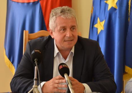 Europarlamentarul Daniel Buda (Grupul PPE): Lupii şi urşii atacă, în timp ce Guvernul doarme sau îşi face poze la Bruxelles, că de înţeles, oricum nu înţeleg nimic! Noroc cu Comisia Europeană care este mereu aproape de fermieri!